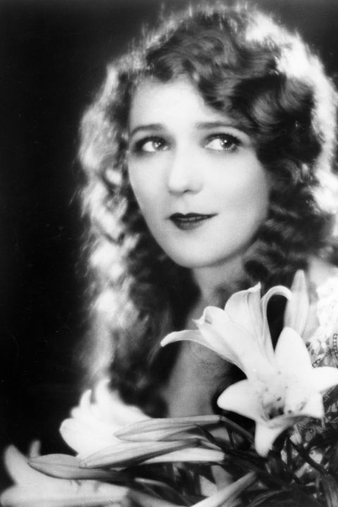 As soft and ethereal as the early films this style was worn for, brushed out waves gave actresses like Mary Pickford a feminine silhouette.