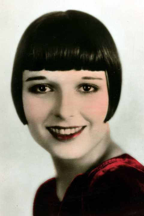 The total opposite of the era's fluffier looks, blunt bangs framed the face (and thin '20s brows) in the most literal way possible.