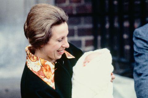 Who Is Zara Tindall? Meet Queen Elizabeth's Granddaughter ...
