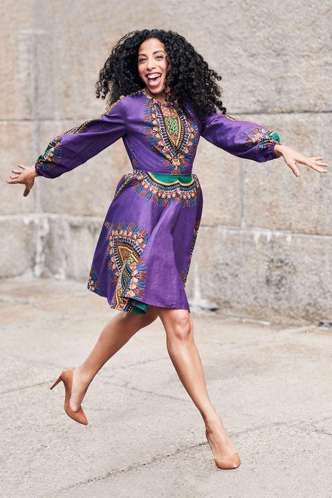 Shoulder, Human leg, Joint, Purple, Jheri curl, Magenta, Style, People in nature, Waist, Street fashion,