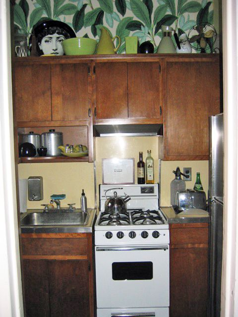 Room, Major appliance, Kitchen, Kitchen appliance, Home appliance, Kitchen stove, Cooktop, Small appliance, Cabinetry, House,