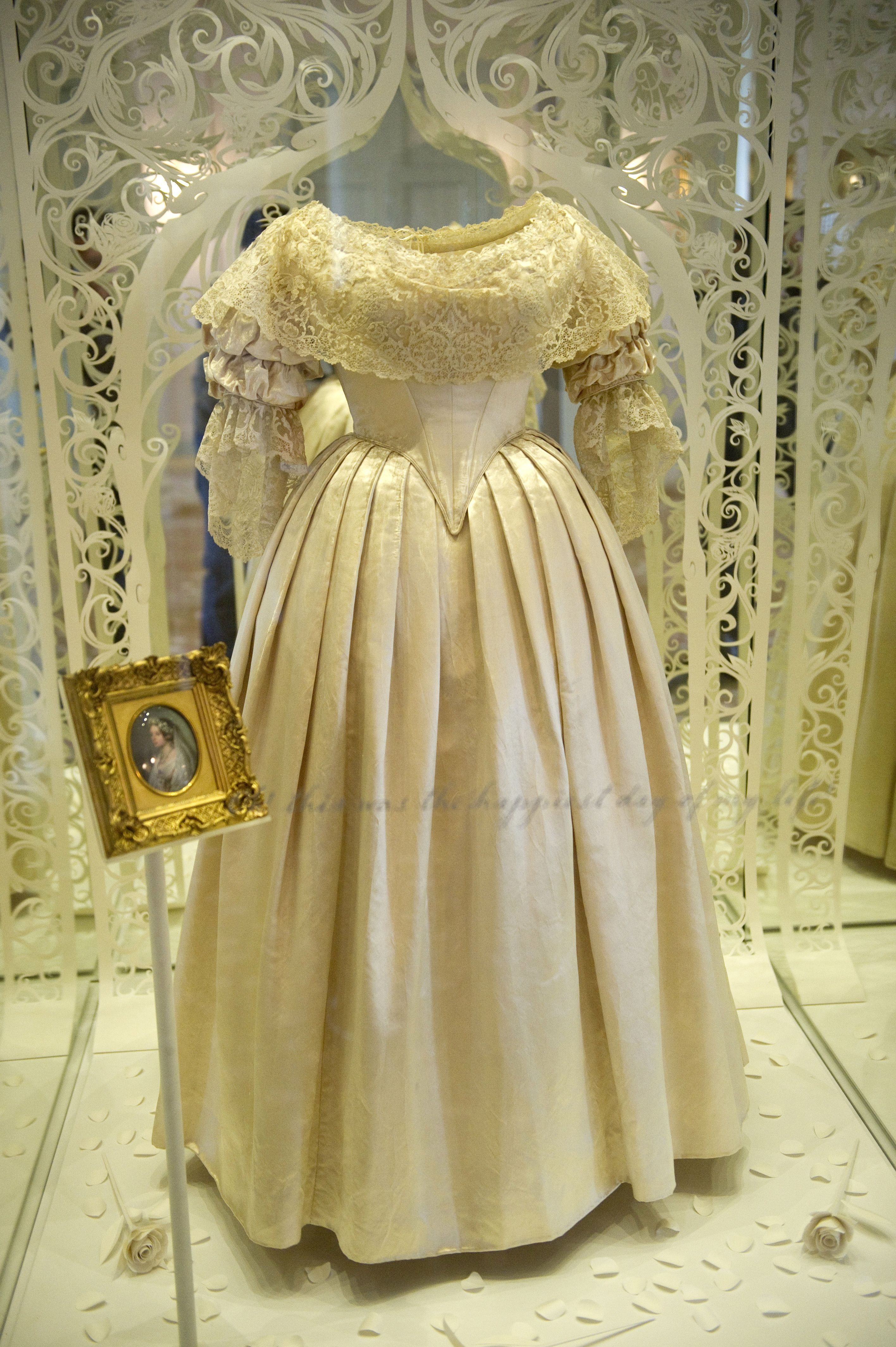 The 73 Most Scandalous Wedding Dresses Of All Time Famous Wedding Gowns