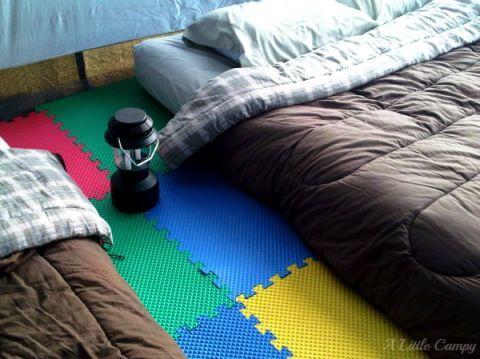 Textile, Room, Linens, Flooring, Plaid, Tartan, Home accessories, Bedding, Bed sheet, Mat,