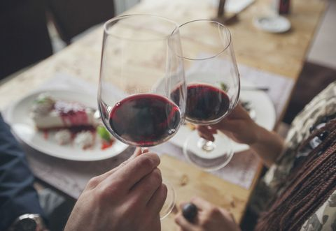 Study finds that couples who have the same drinking habits are happier.