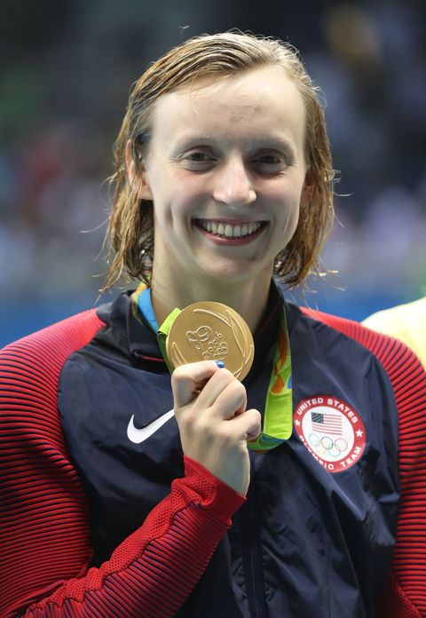 Hair, Gold medal, Uniform, Brown hair, Award, Championship, Playing sports, Jersey, Medal, Blond,