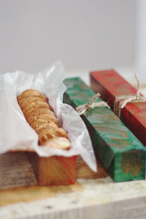 Cuisine, Finger food, Ingredient, Baked goods, Rectangle, Gift wrapping, Snack, Fast food, Twinkie, Present,