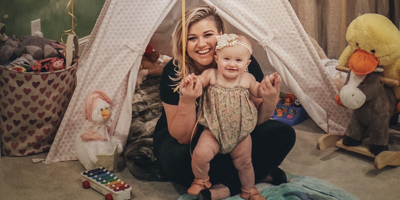 Kelly Clarkson Says Motherhood Makes Her Feel \