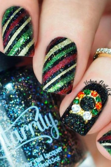 32 Festive Christmas Nail Art Ideas