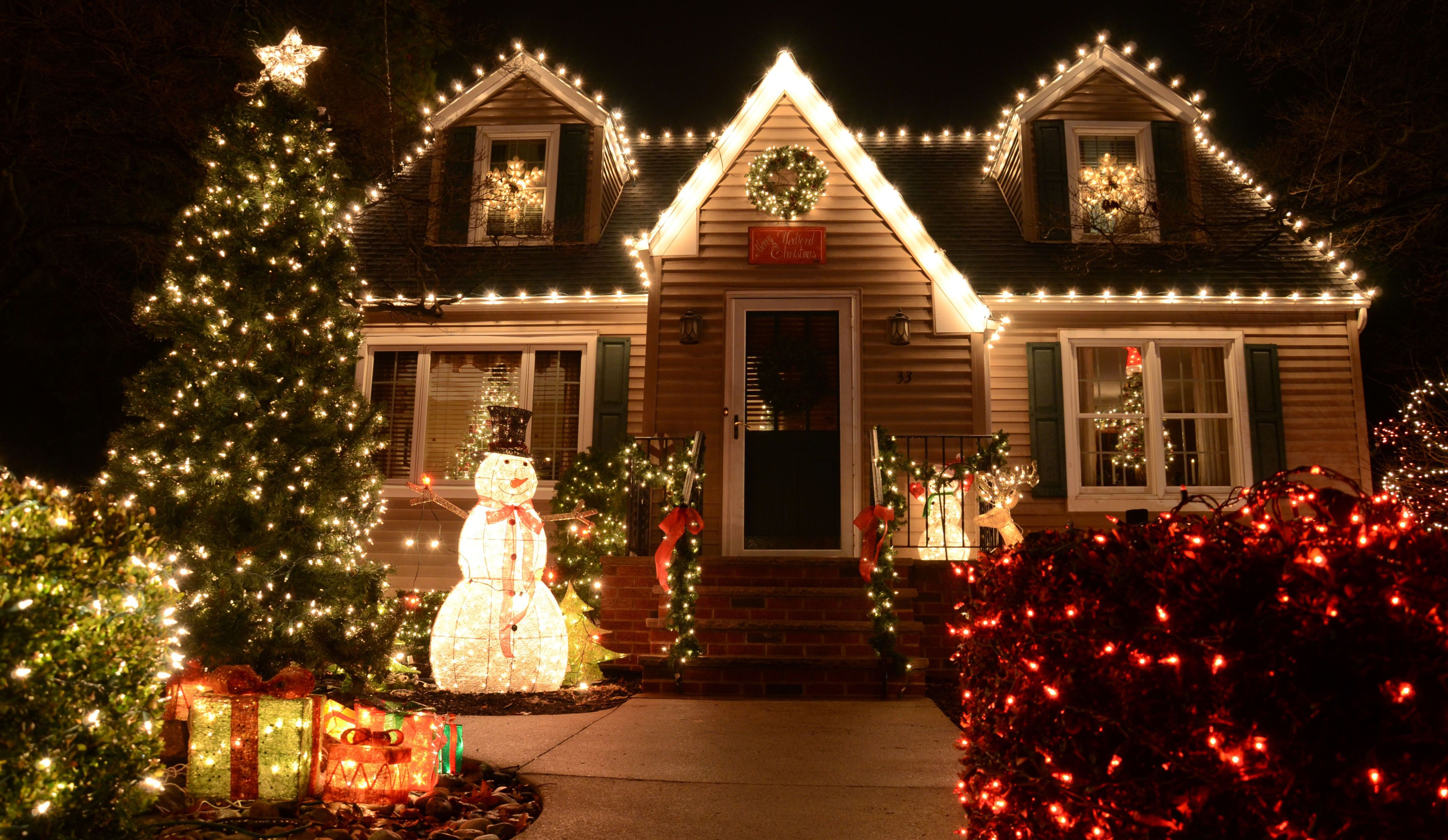 image & 20 Outdoor Christmas Light Decoration Ideas - Outside Christmas ...