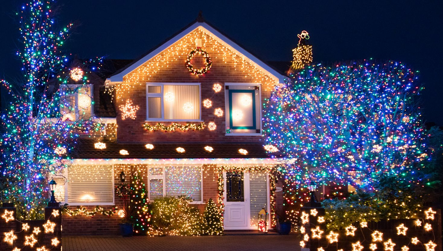 Lovely 20 Outdoor Christmas Light Decoration Ideas   Outside Christmas Lights  Display Pictures