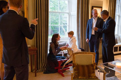 Obamas meet the royals at Kensington Palace