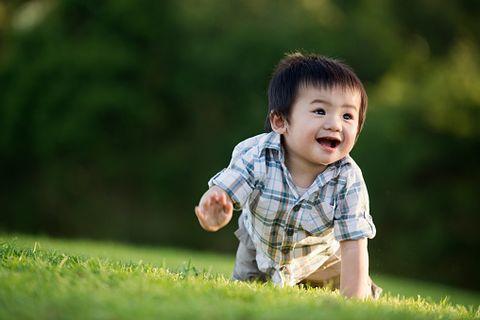 Ear, Nose, Human, Mouth, Grass, Cheek, Sleeve, Green, Shirt, Happy,