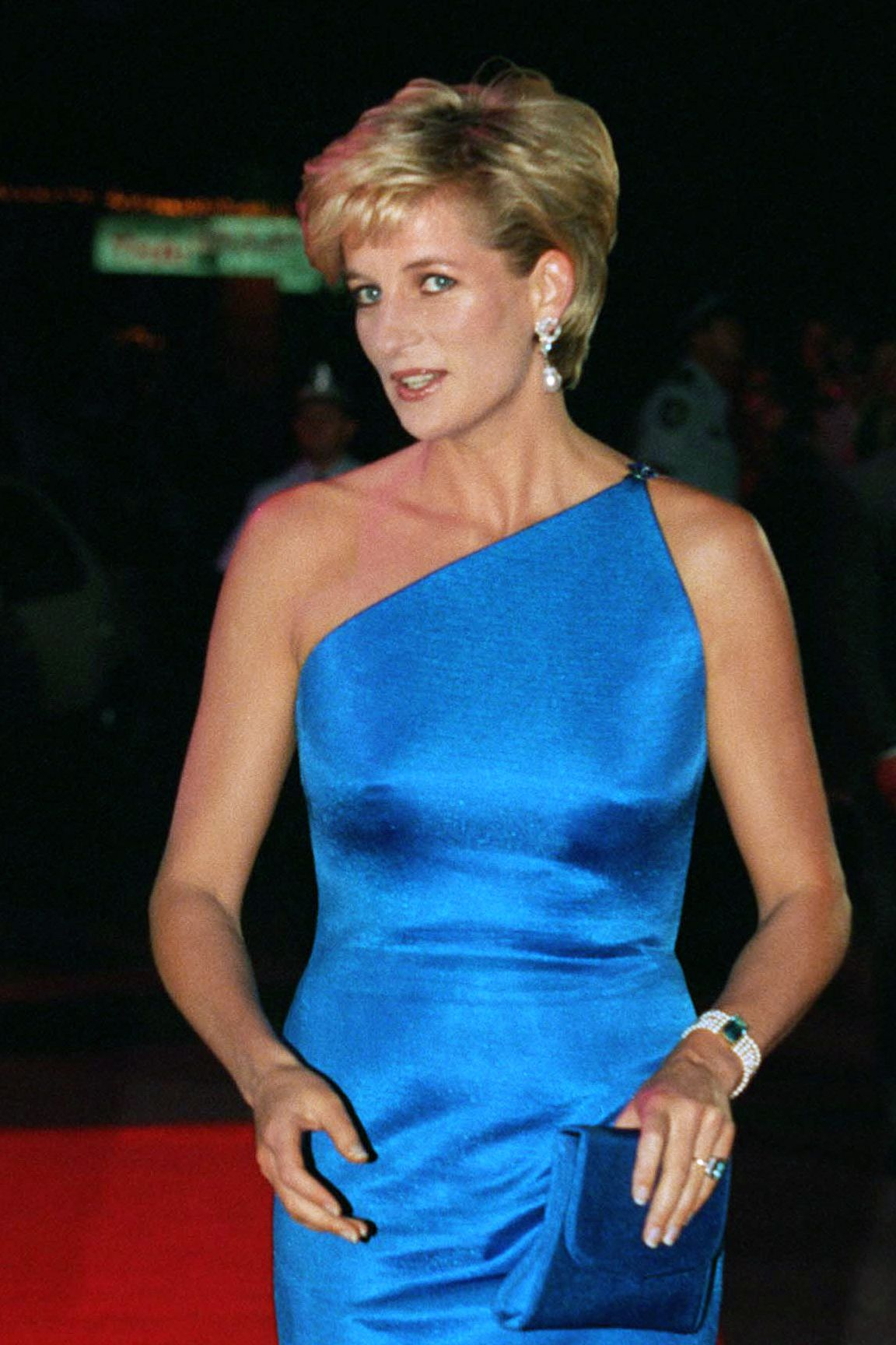 "Diana, Princess of Wales had long worn a poofy '80s 'do , but a meeting with celebrity hair stylist Sam McKnight and a leap of faith inspired that chic pixie cut. ""Like many women, she used to hide behind her hair,"" he told the Daily Telegraph . ""She said, 'what would you do if I gave you free reign?' I said, 'cut it short,' and she said, could you do it now?'"""