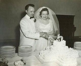 Woman Wears Wedding Dress Again For 60th Anniversary Wedding Dress Spans Generations,Plus Size White Short Wedding Dress