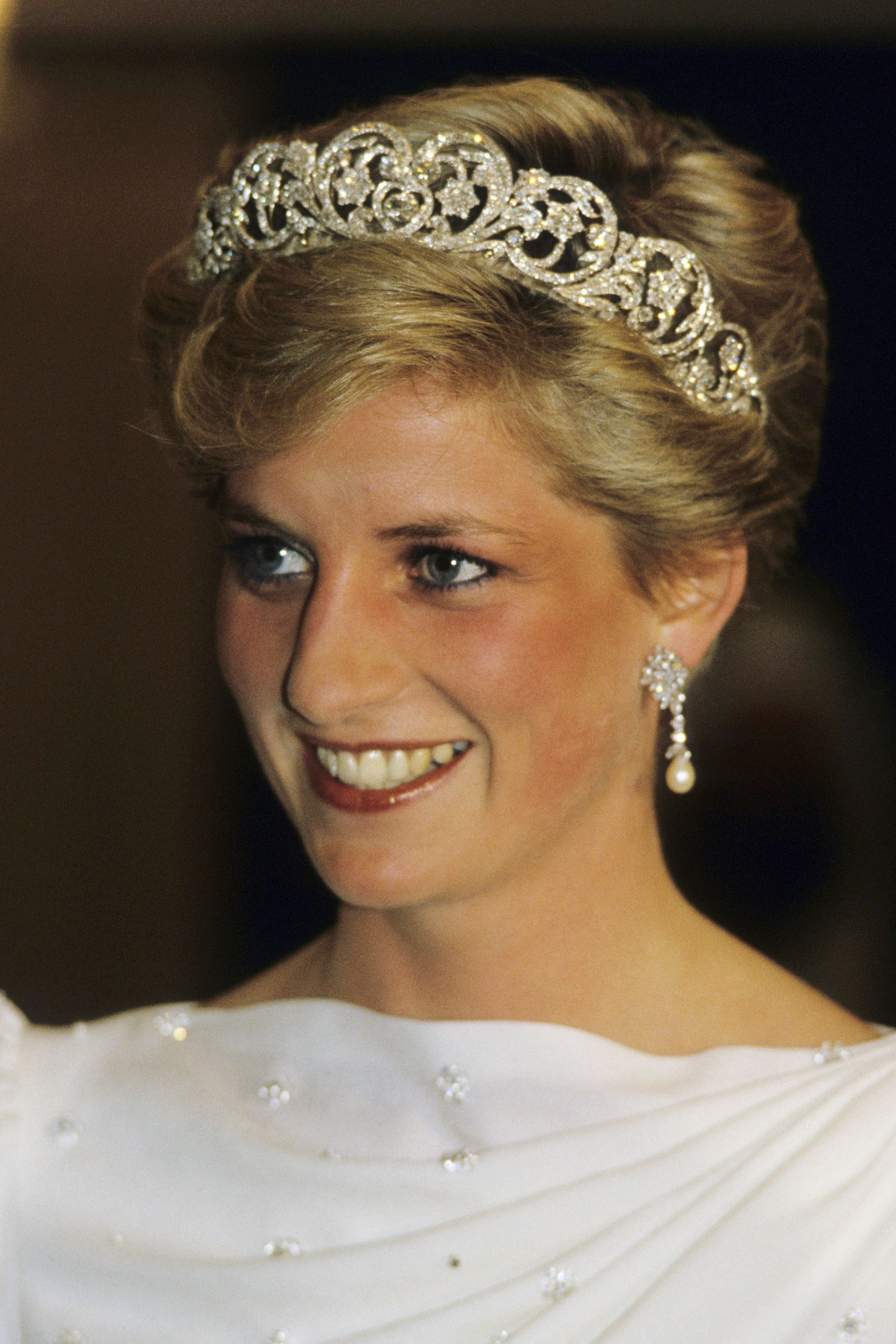 25 beauty secrets from princess diana the royals best makeup 25 beauty secrets from princess diana the royals best makeup and hair tips baditri Images