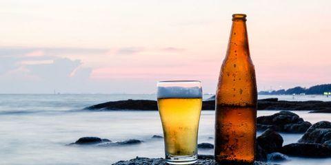 Drink, Beer, Bottle, Alcoholic beverage, Beer glass, Lager, Beer bottle, Wheat beer, Ice beer, Glass bottle,