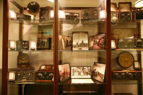 Display case, Museum, Tourist attraction, Collection, Building, Antique, Room, Interior design, Furniture,
