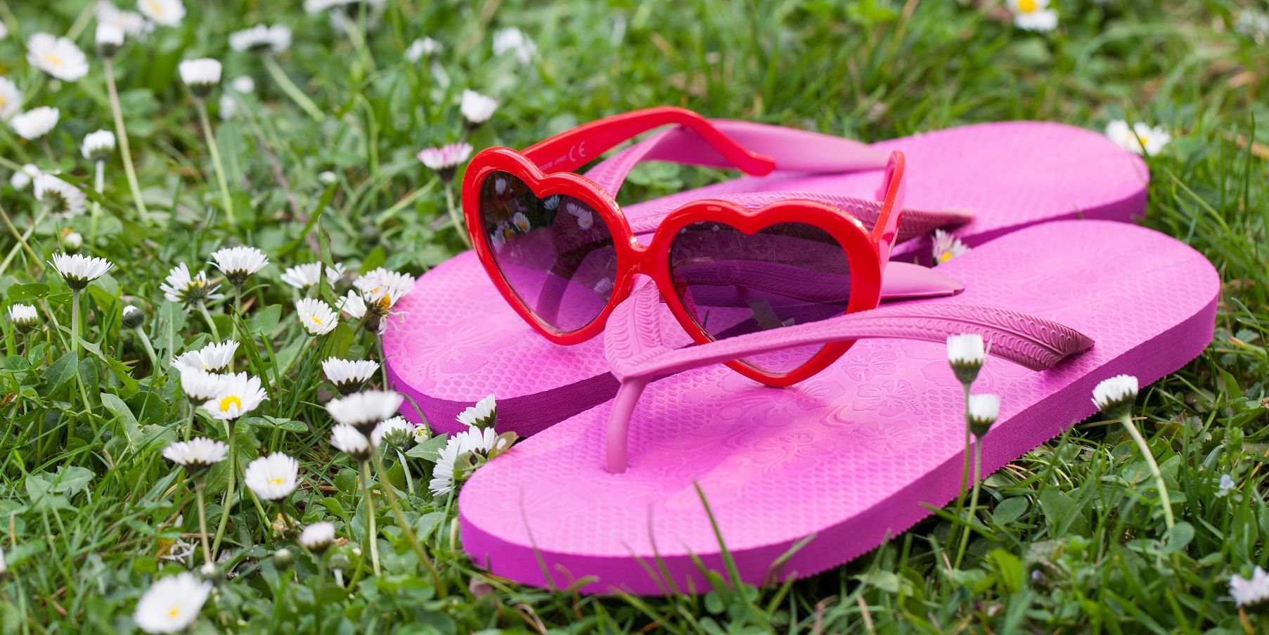 d46d2e14e11b17 12 Things You Need to Know Before You Wear Flip-Flops