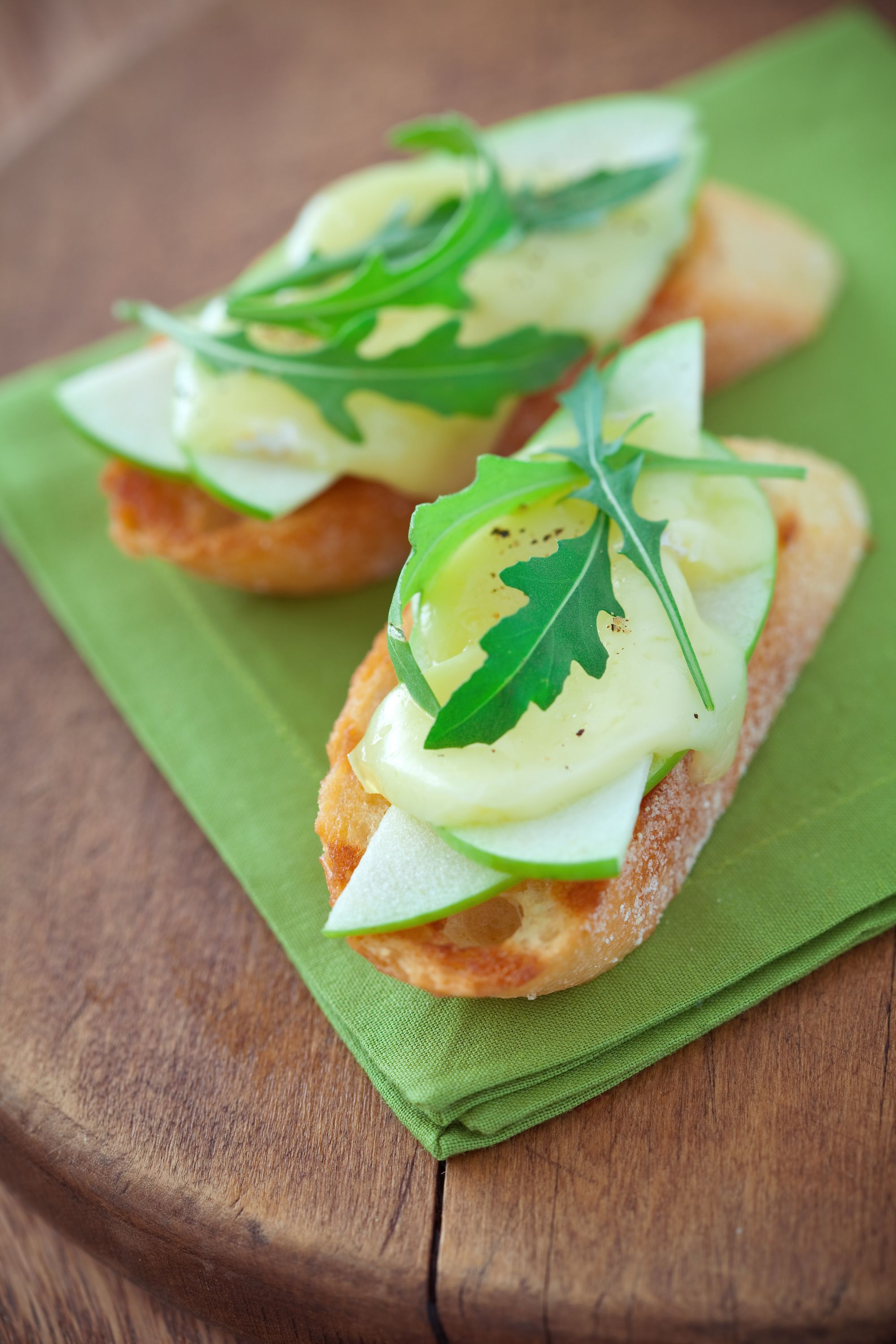 apple and cheese toasts