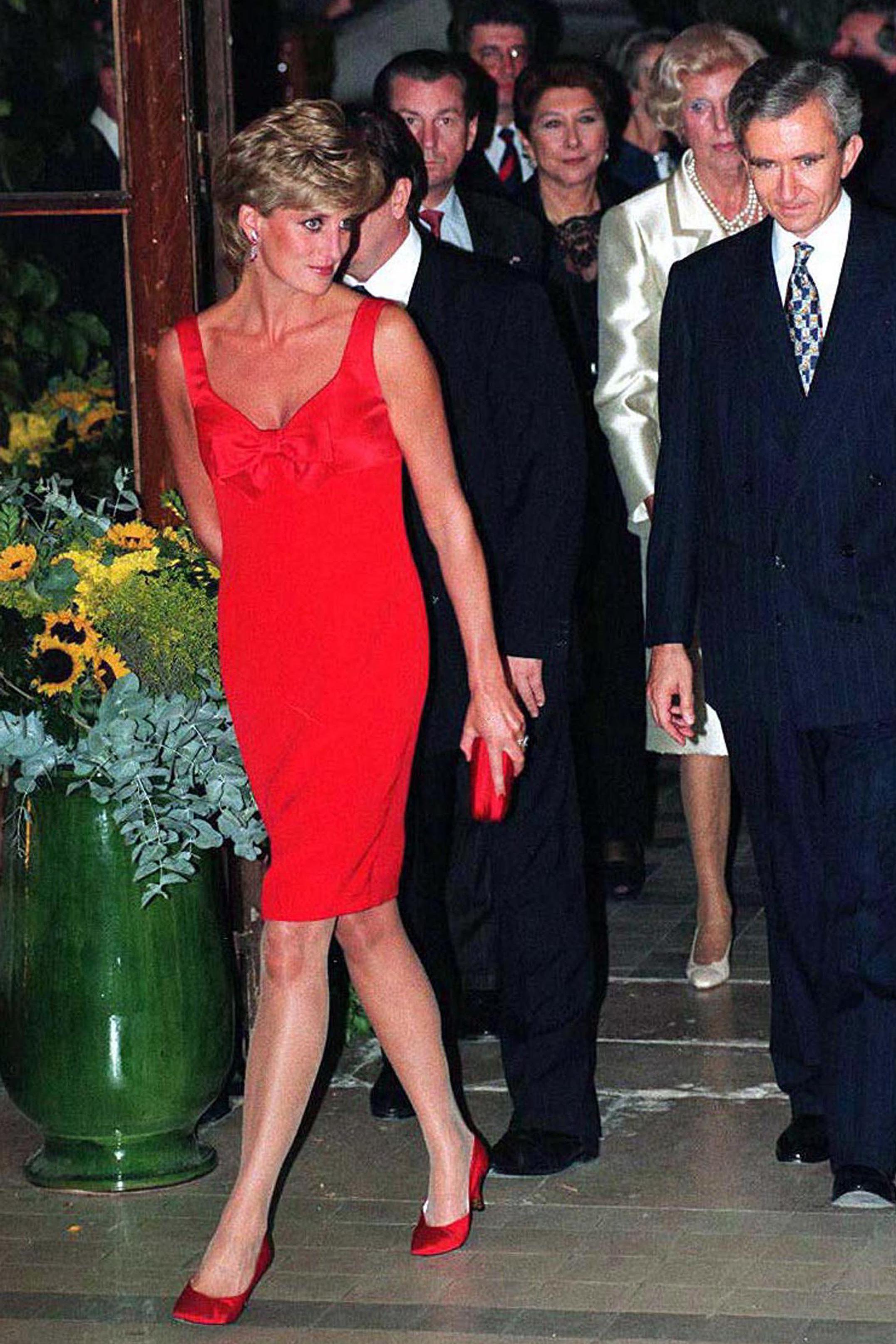 Princess Diana\'s 40 Best Dresses - Royal Family Fashion