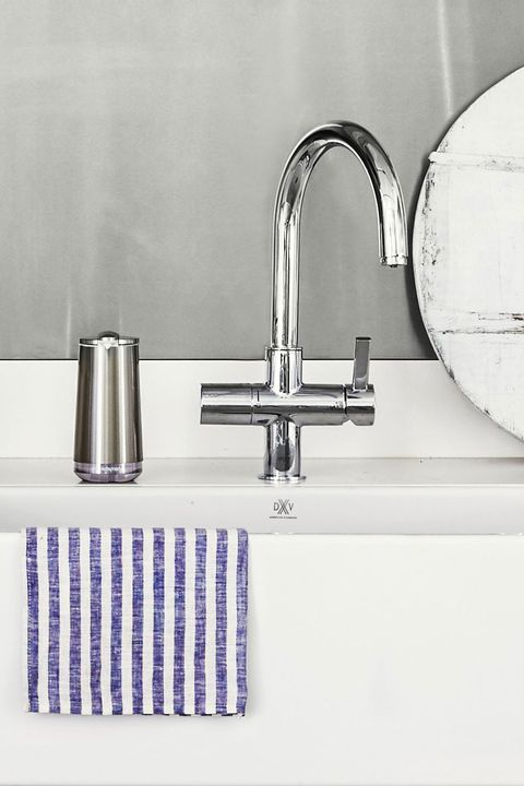 Tap, Sink, Plumbing fixture, Bathroom, Bathroom sink, Bathroom accessory, Room, Tile, Plumbing, Bathtub spout,
