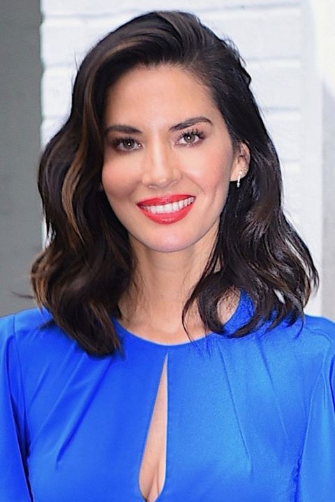 hairstyles for thin hair - Olivia Munn deep side part