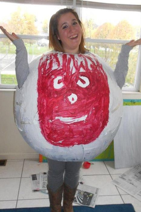 139b8b661798 pregnant halloween costumes - wilson the volleyball pregnancy Halloween  costume