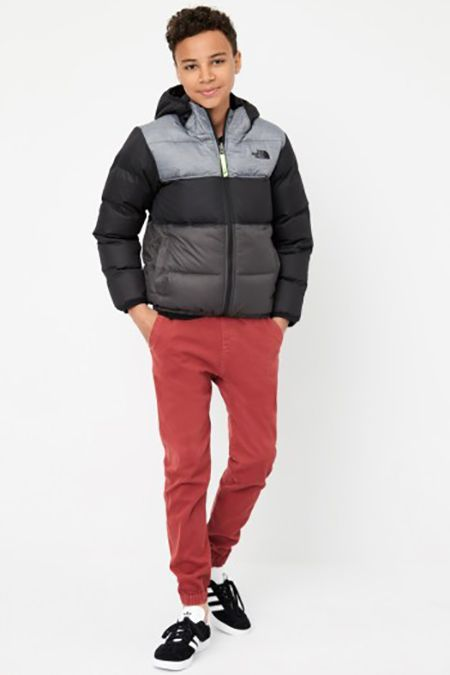 Clothing, Jacket, Hood, Outerwear, Sleeve, Standing, Orange, Sportswear, Neck, Trousers,