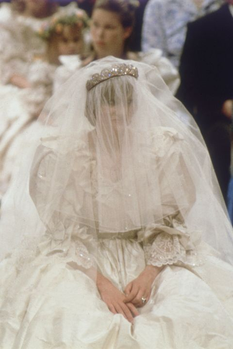 10 Things You Didn T Know About Princess Diana S Wedding Dress