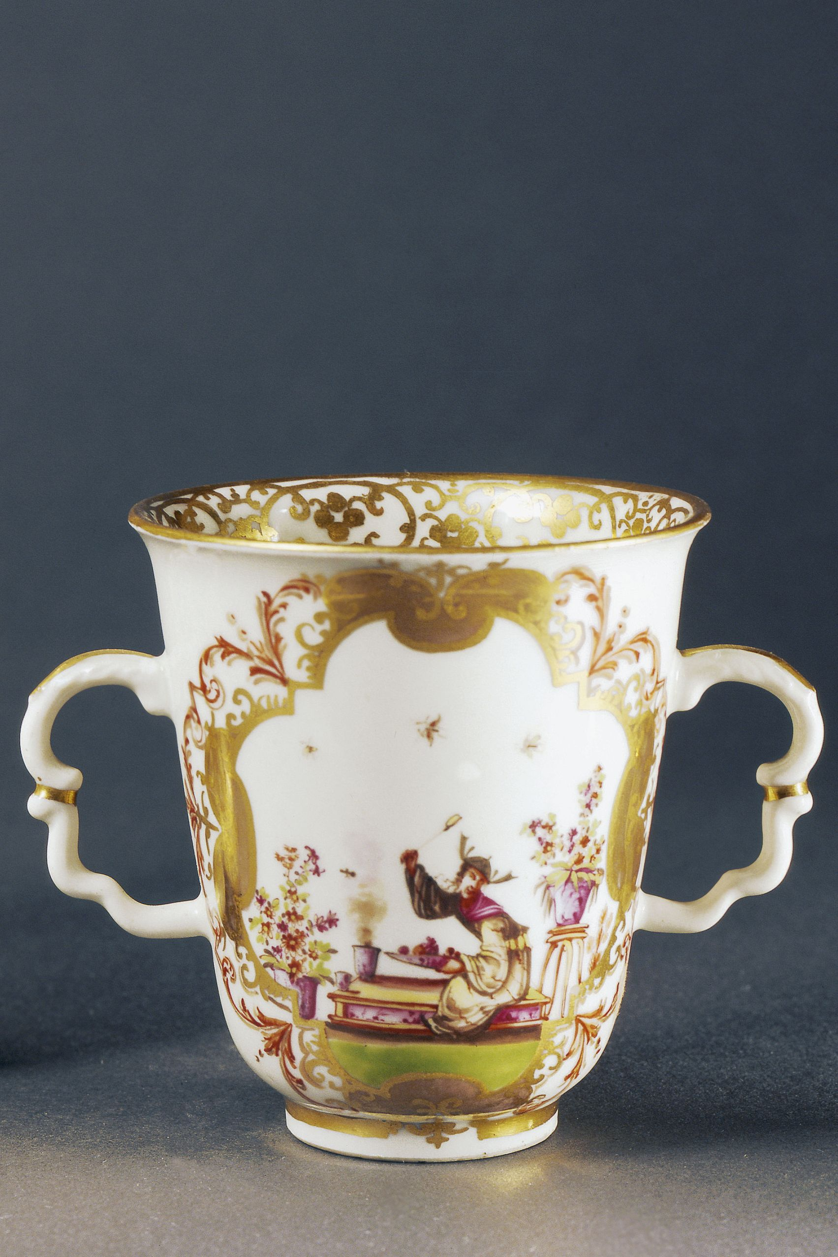 12 Things You Should Never P Up At Antique S Valuable Vintage Items Collect