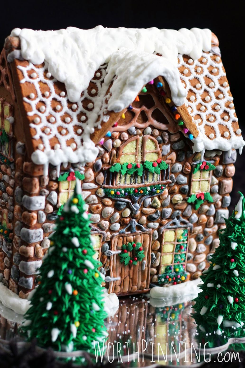 40 amazing gingerbread houses pictures of gingerbread house design ideas - Gingerbread Christmas Decorations Beautiful To Look