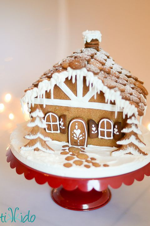 45 Amazing Gingerbread Houses - Pictures of Gingerbread ... on marzipan icing, stick pretzels with white icing, gingerbread on houses, lemon glaze icing, cake icing, biscuit icing, birthday icing, basket icing, french vanilla icing,