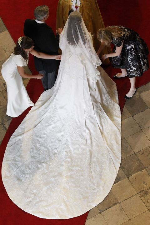 10 things you didn t know about kate middleton s wedding dress sarah burton designs the royal gown kate middleton s wedding dress