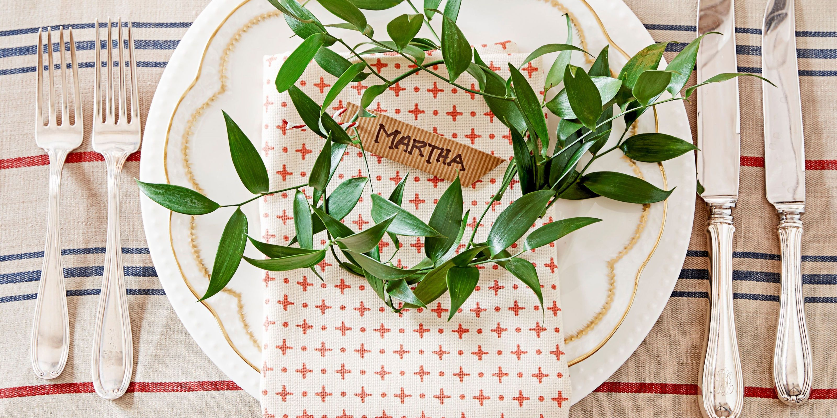 Stacey Brandford & 40 DIY Christmas Table Decorations and Settings - Centerpieces ...