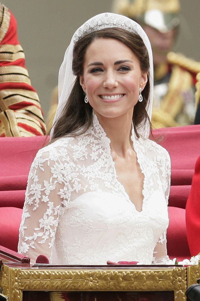 10 Things You Didn\'t Know About Kate Middleton\'s Wedding Dress ...