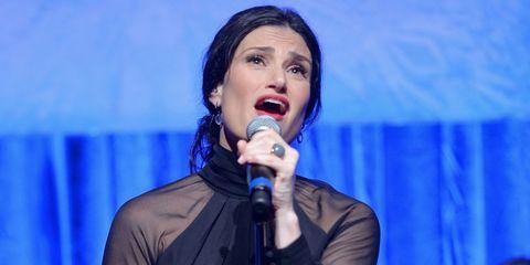 Singing, Music artist, Song, Singer, Performance, Spokesperson, Speech, Performing arts, Event, Talent show,
