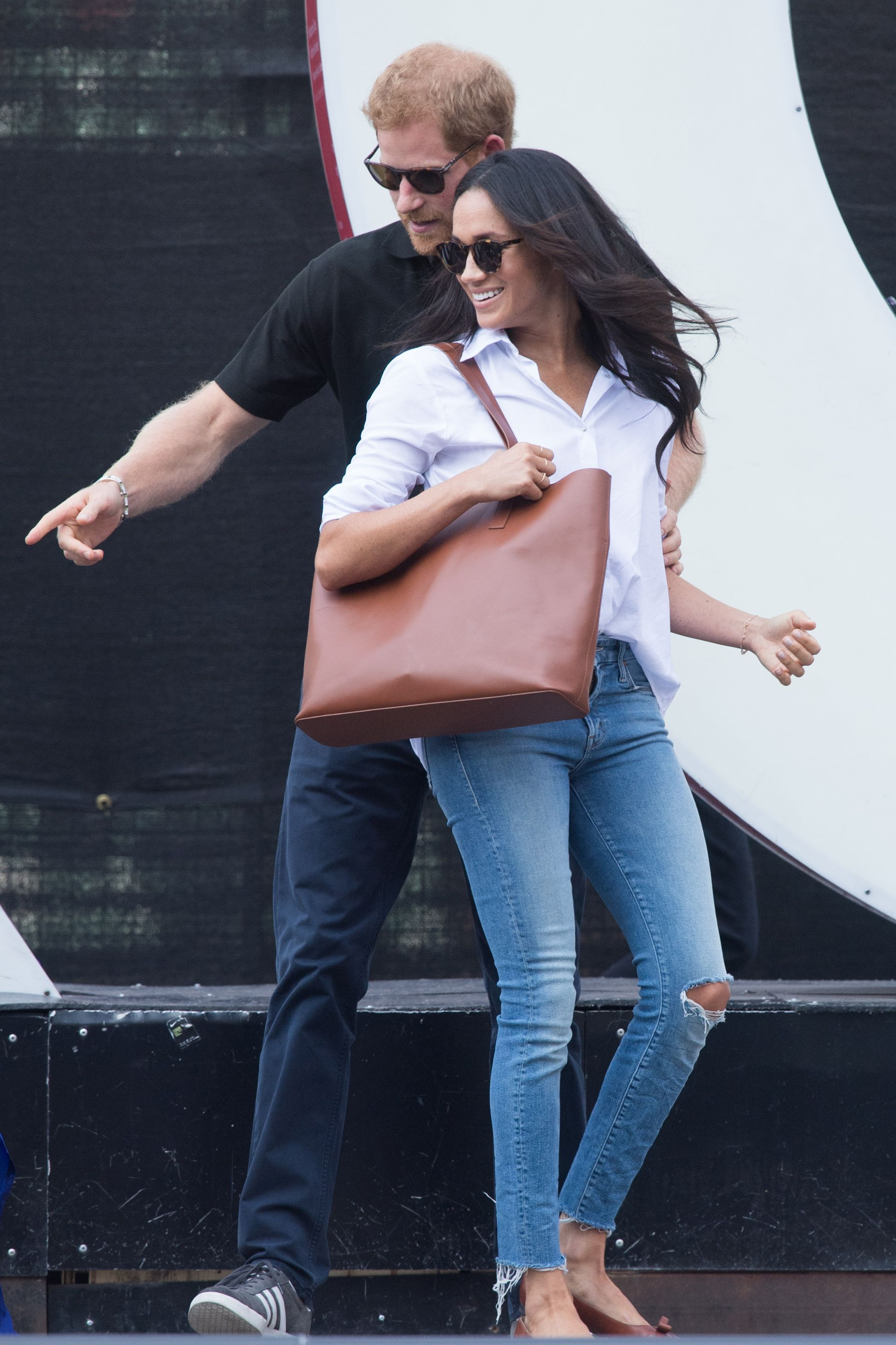meghan markle white shirt blue jeans