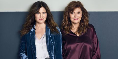 c2831fe08 Susan Sarandon and Kathryn Hahn Show Off Easy-Chic Holiday Styles ...