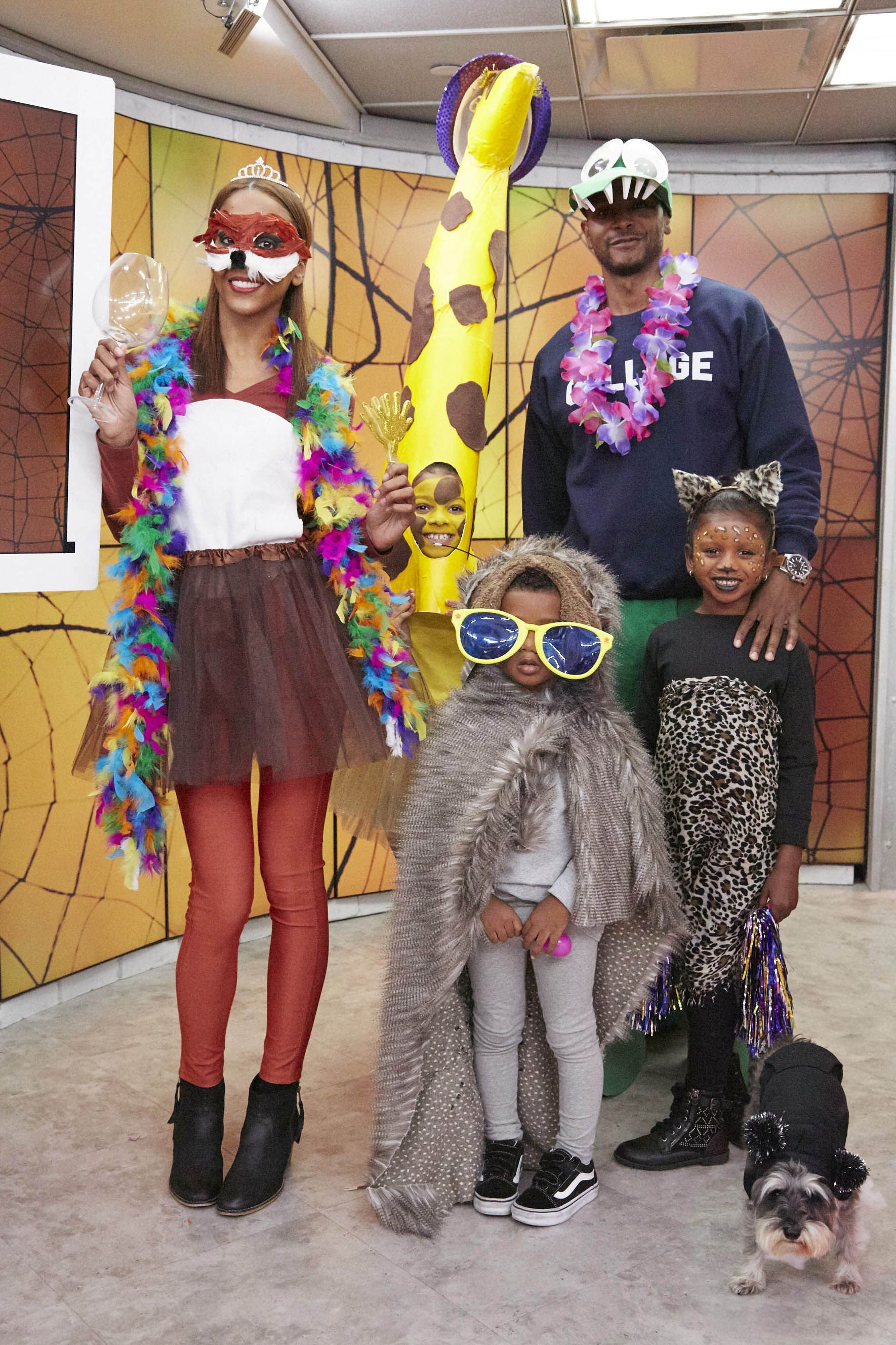 4905adbe8750 21 Group Halloween Costumes for Family - Halloween Costume Ideas for Groups  of Friends
