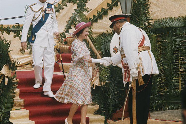 40+ Odd British Royal Family Rules - Strange Edicts the Royals Have