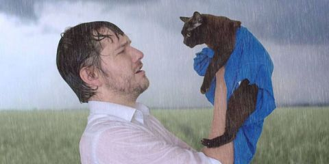 Man and His Cats Recreates Scenes From Famous Movies and It's Hilarious