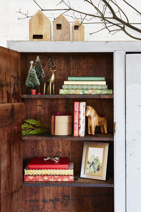 Bookshelf - Christmas Decoration Ideas - Swedish Christmas inspo with dala horse. #christmasdecor #shelves