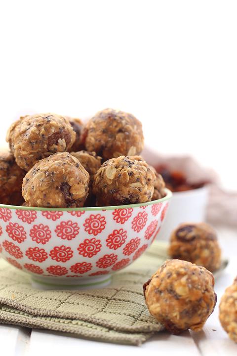 No-Bake Oatmeal Protein Energy Balls - Protein Bites