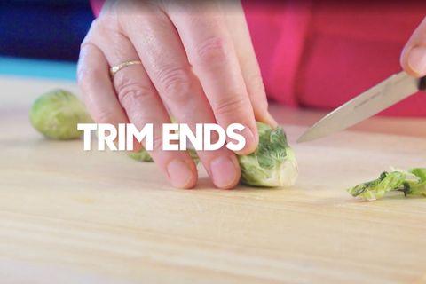 Food, Cruciferous vegetables, Ingredient, Vegetable, Hand, Leaf vegetable, Broccoli, Cuisine, Cutting board, Finger,