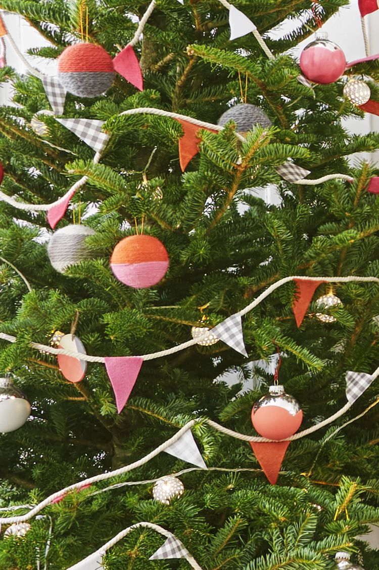 55 homemade christmas ornaments diy handmade holiday tree ornament craft ideas - Easy Christmas Tree Decorations