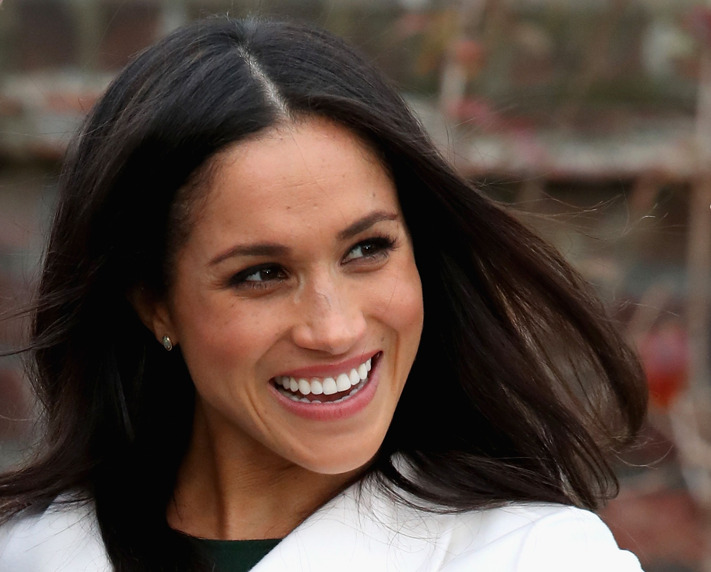 Heres Exactly How To Get Meghan Markles Gorgeous Hair