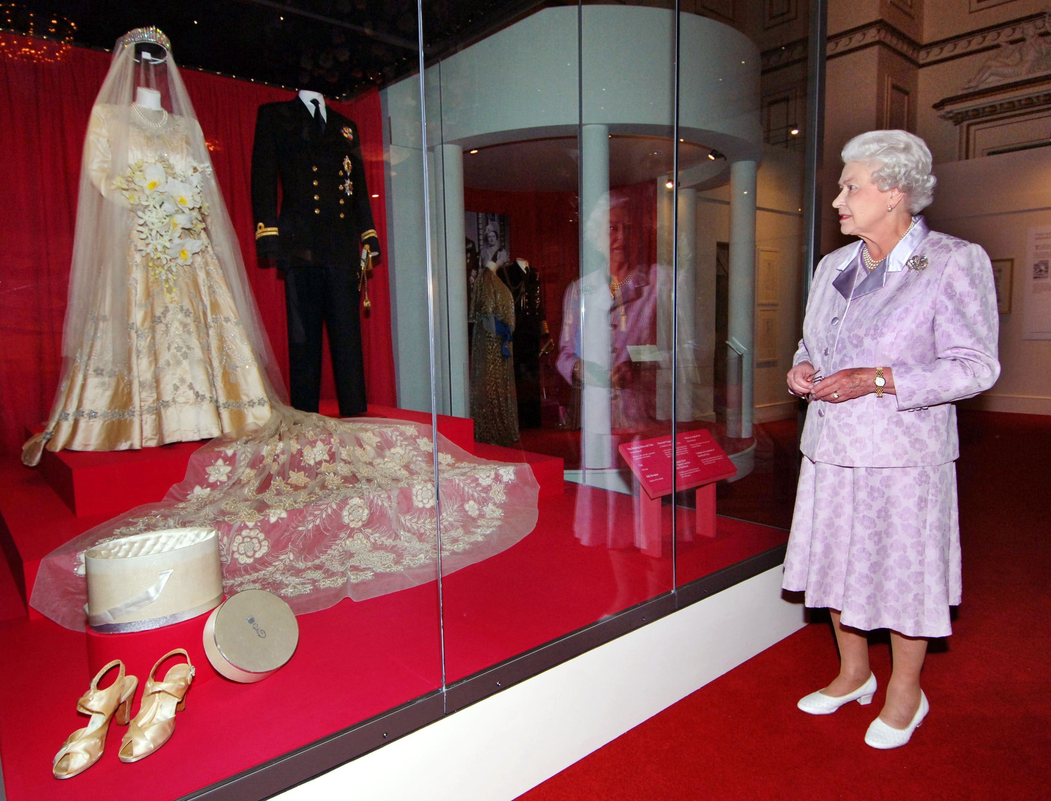 10 Hidden Details You Didn T Know About Queen Elizabeth S Wedding Dress Ii Bridal Gown