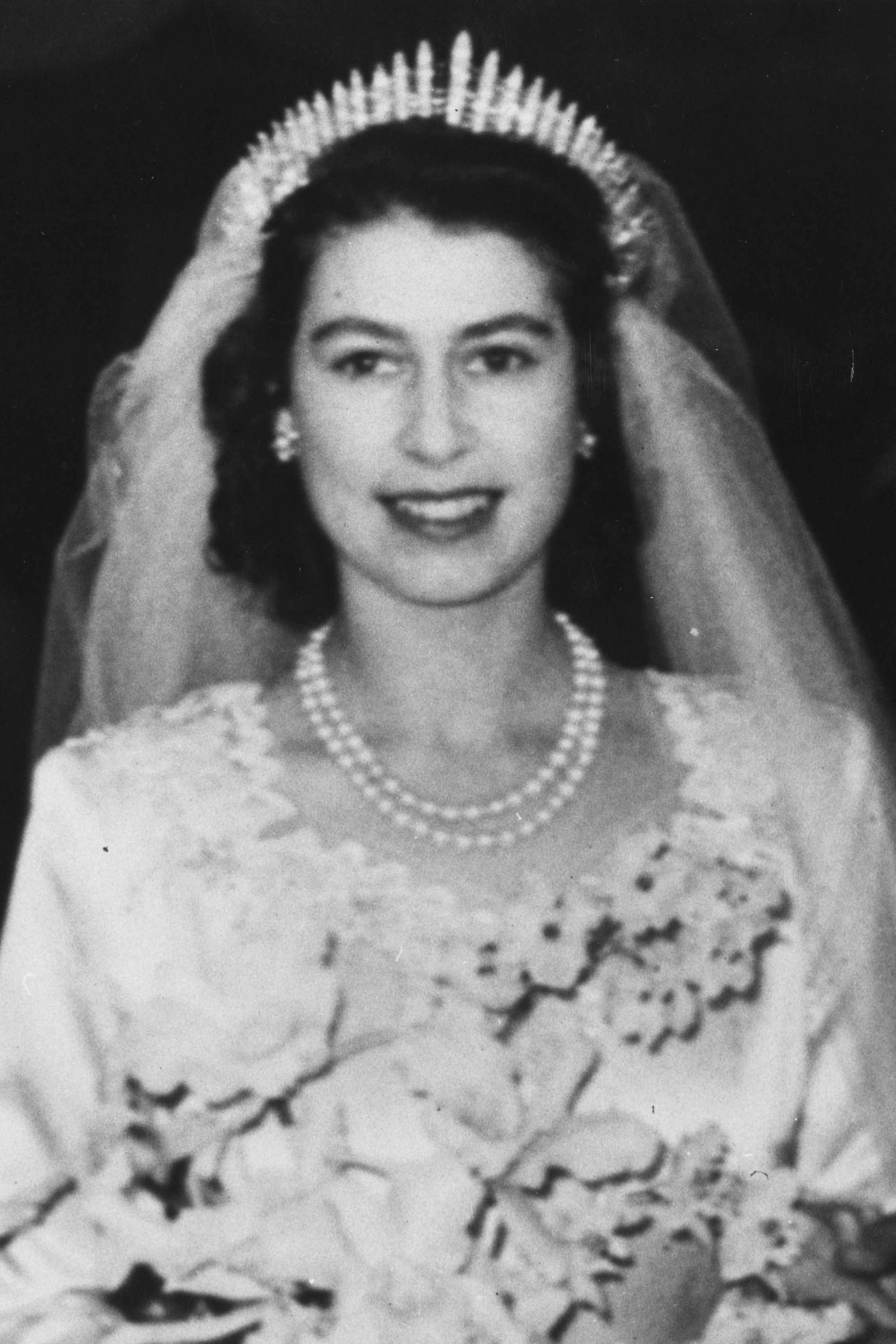 10 Hidden Details You Didn\'t Know About Queen Elizabeth\'s Wedding ...