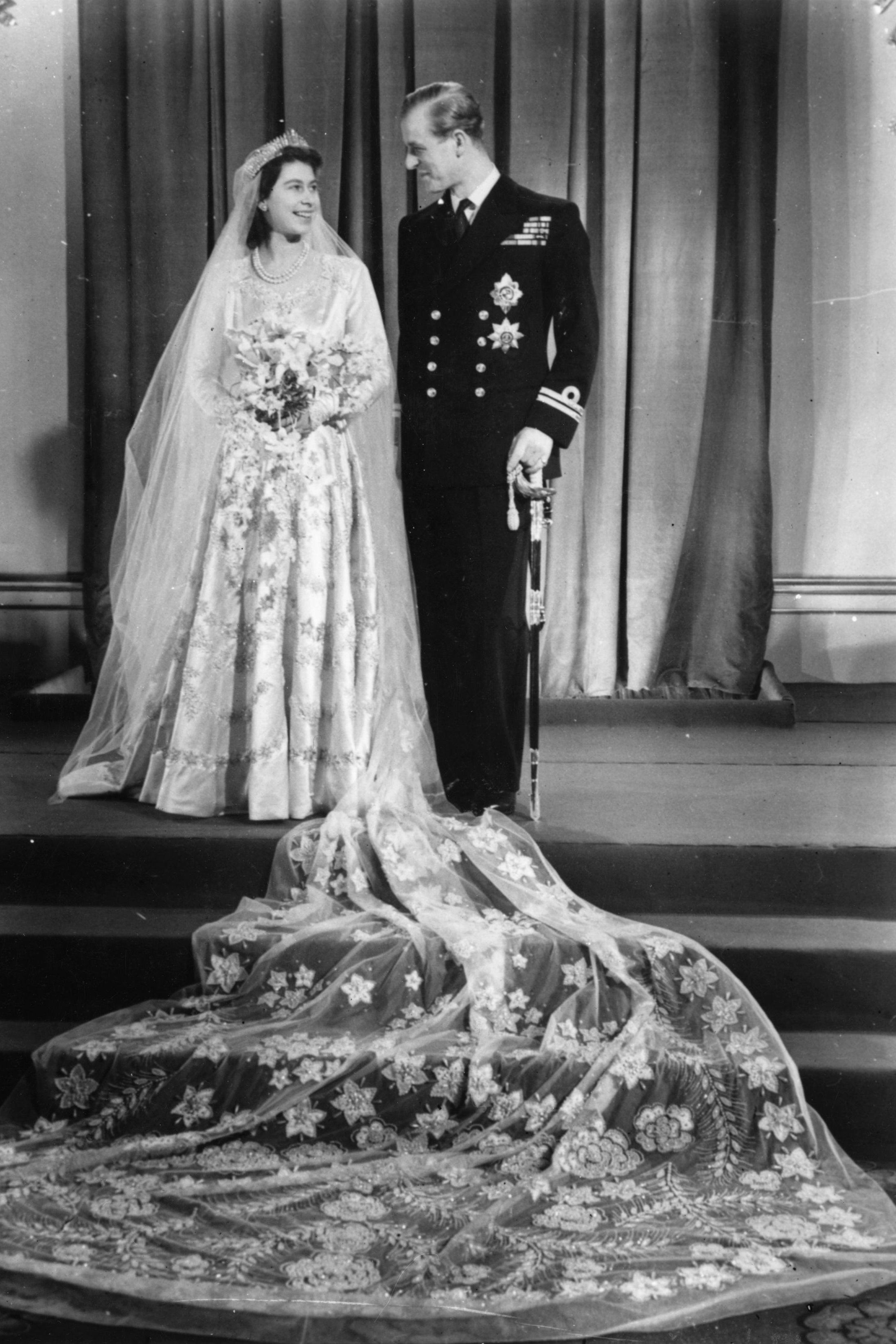queen elizabeth wedding dress