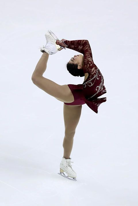 Figure skating, Figure skate, Ice skating, Ice dancing, Ice skate, Skating, Recreation, Leg, Dancer, Human leg,